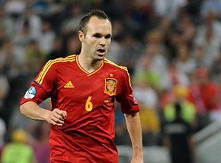 319px-Andrés_Iniesta_Euro_2012_vs_France_02